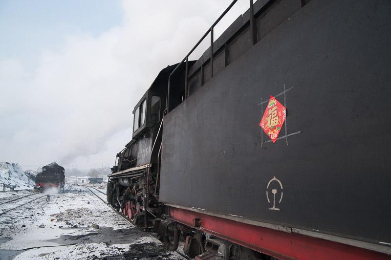 110212 機関車に貼られた福
