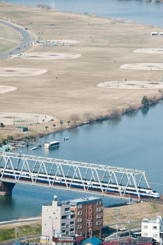110226 江戸川を渡る京成シティライナー