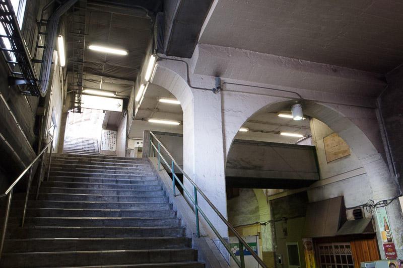110327 国道駅の階段