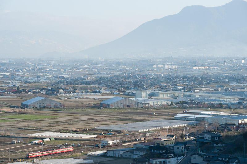 110417 桜沢駅に進入する2000系俯瞰