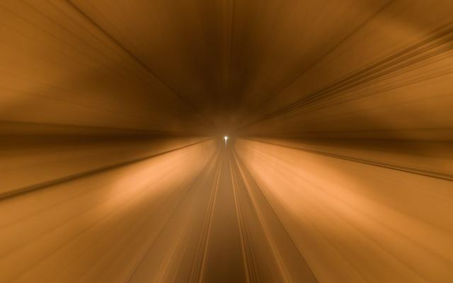110611 トンネルを走る復興列車