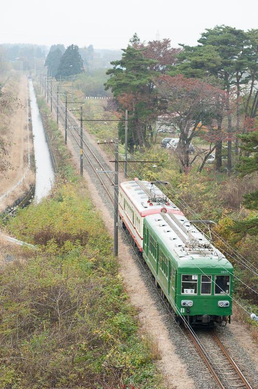 11105 七百へ向かう旧型電車