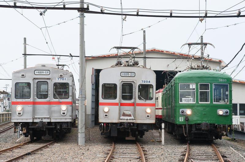 111105 七百駅に並ぶ十和田観光電鉄の電車