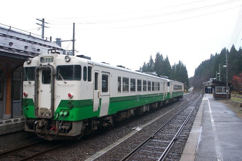 111204 本来下り列車とここで交換するはずの4426D