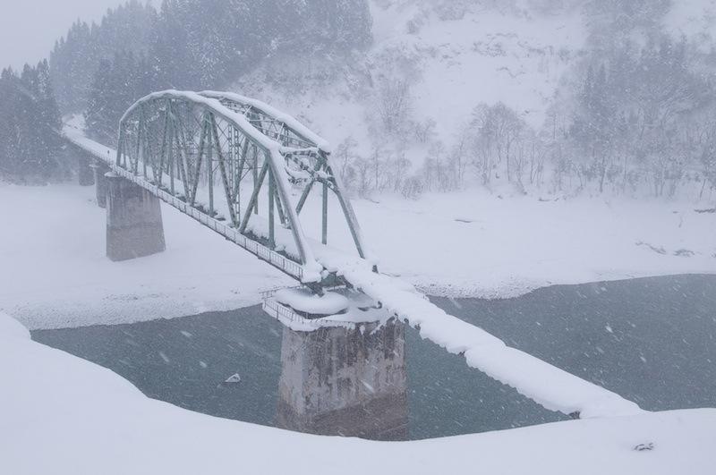 120102 雪の中の只見川第五橋梁