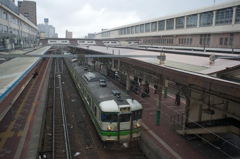 120103 跨線橋から見た新潟駅