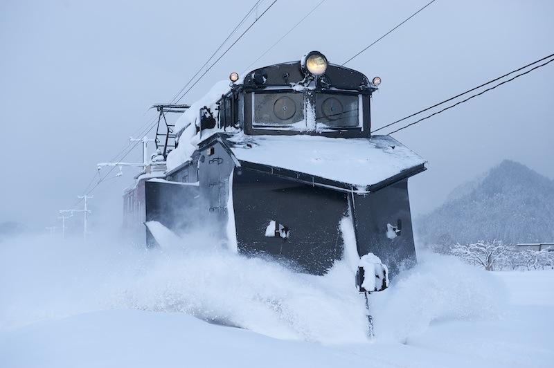 120128 石川プール前付近を走る除雪列車