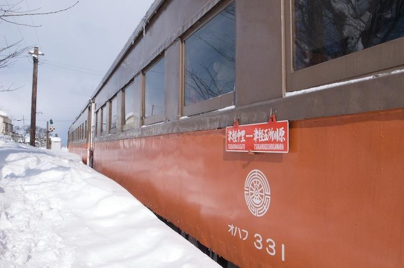 120129 嘉瀬駅停車中のストーブ列車