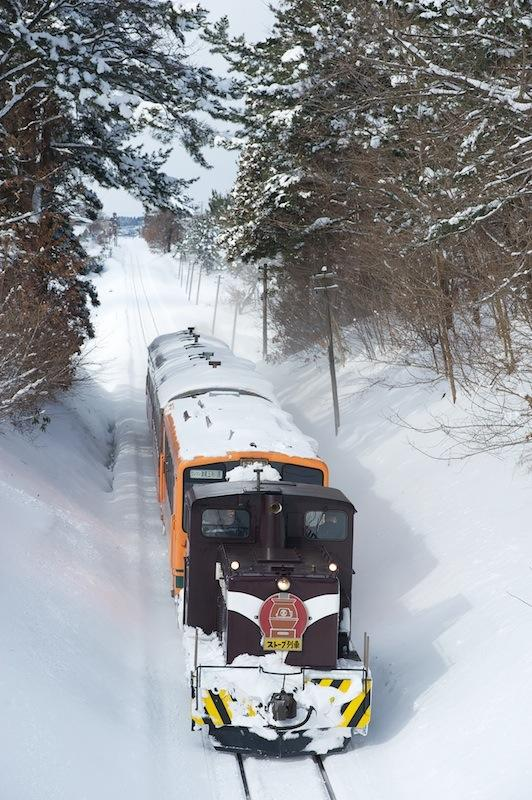 120129 嘉瀬〜毘沙門を走る上りストーブ列車