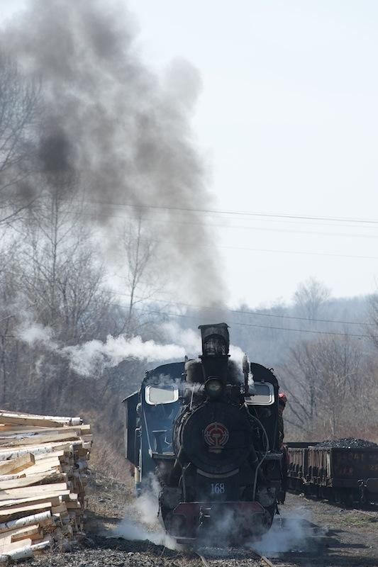 120503 立新駅を出て行くC2蒸機