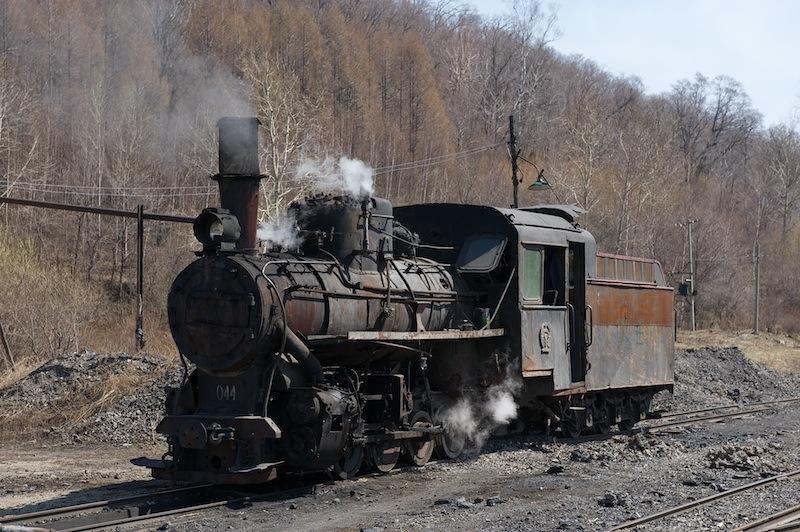 2012 05 03 立新で給水中の機関車