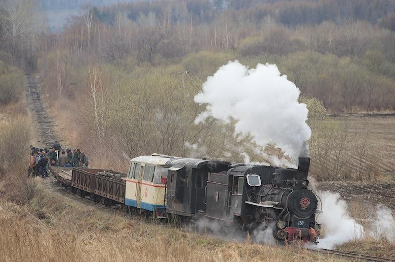 120504 レール撤去列車と廃線
