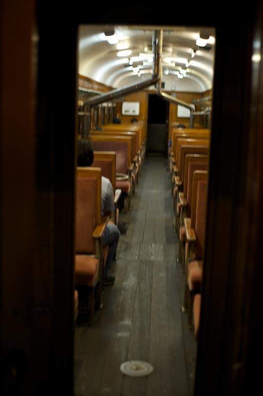 120915 夜の客車列車車内