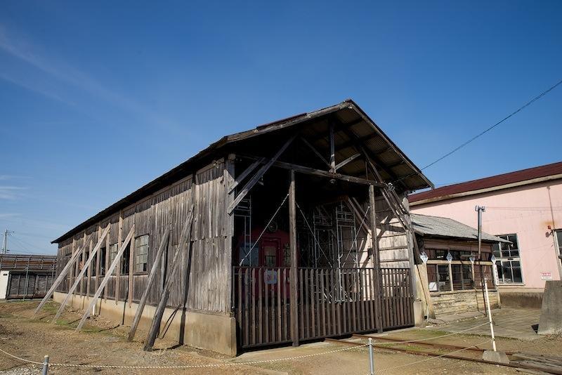121014 修復された木造車庫