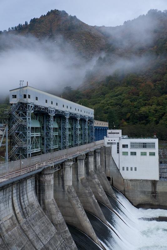 121028 全門開放中の上田ダム