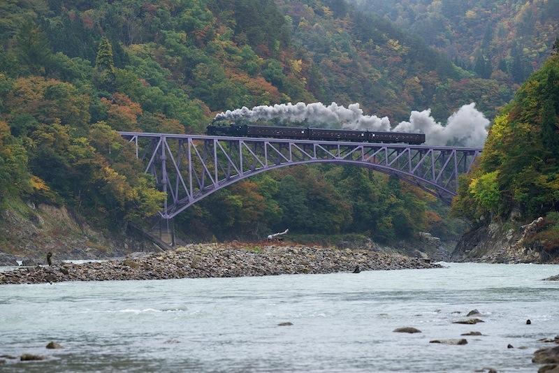 121028 只見川第一橋梁を渡る上りSL只見線奥会津号