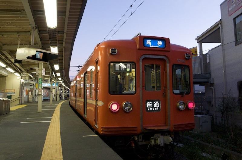 121103 京成金町停車中のファイアーオレンジ編成