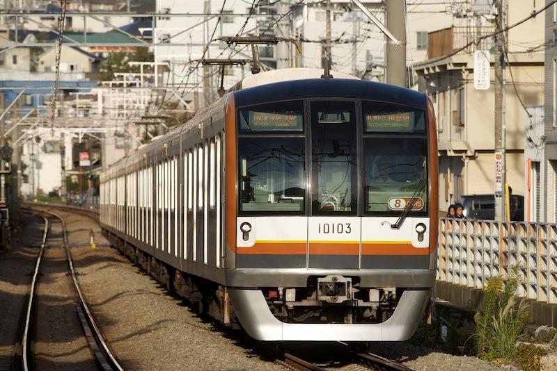 121104 白楽駅に入る東京メトロ10000系