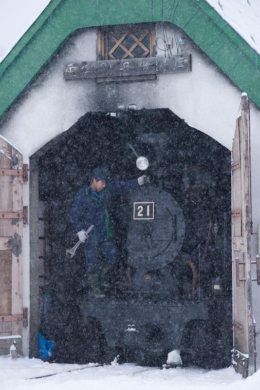 121216 機関庫の雨宮21号