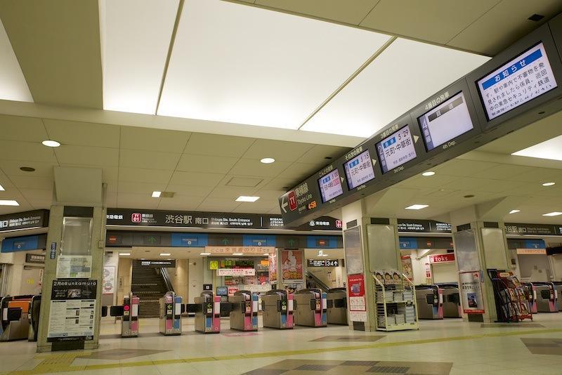 130203 始発前の東横渋谷1階改札