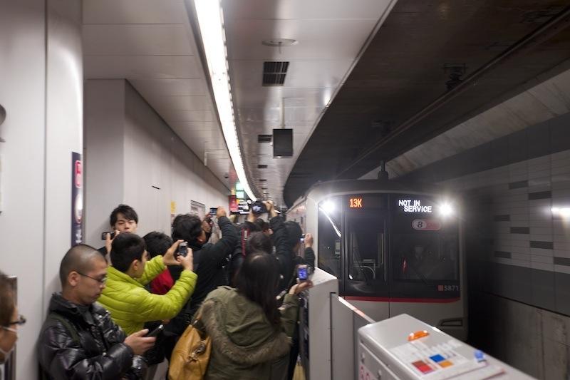 130316 入線する東横線地下初列車