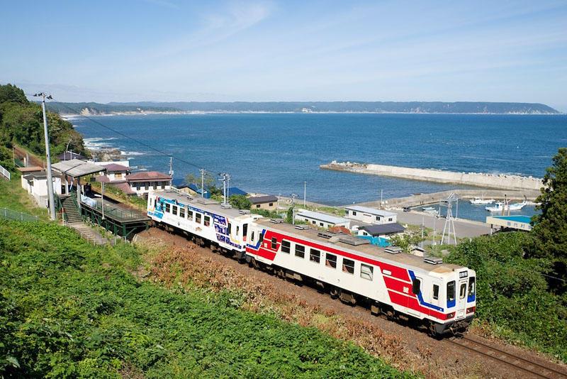 130928 堀内駅を出る列車