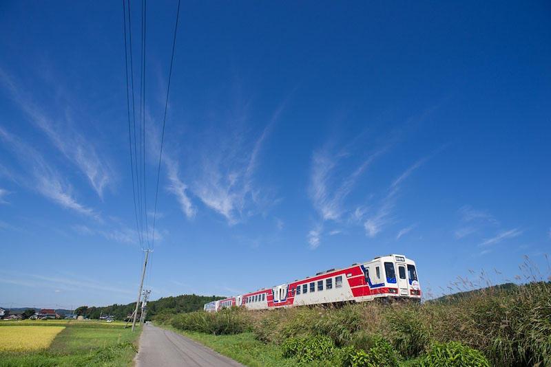 130929 陸中野田近くの築堤を走る列車
