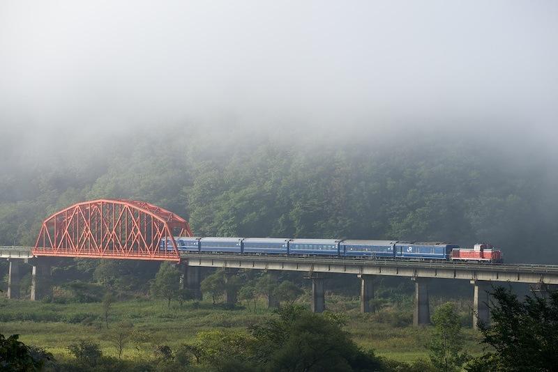 131014 第2和賀川橋梁を渡る「急行おが」