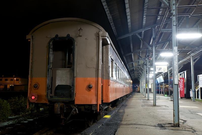 131130 津軽五所川原発車前の夜汽車