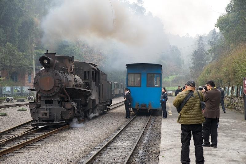 131230 機関車機回しを撮る観光客