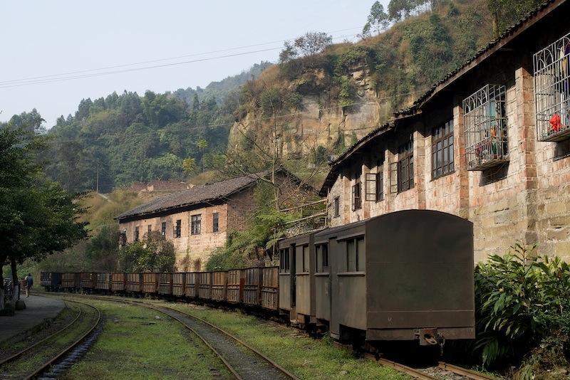 131230 黄村井駅に置かれた石炭車と客車