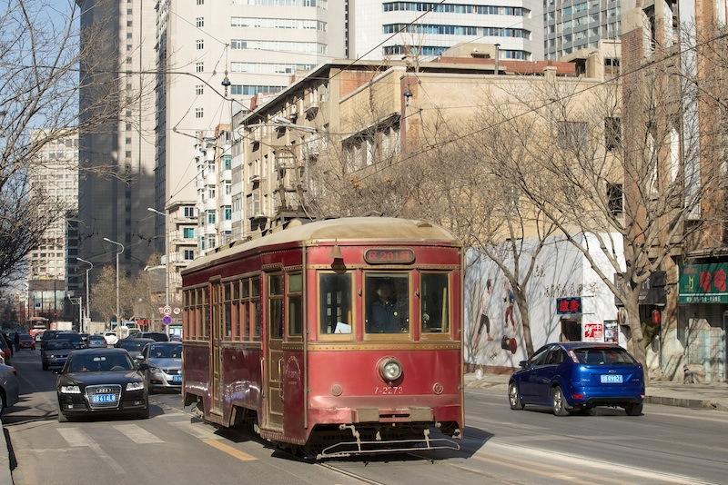 140103 世紀街を走る旧型車両