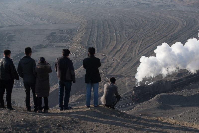 141228 三道嶺の蒸機を見る中国人観光客