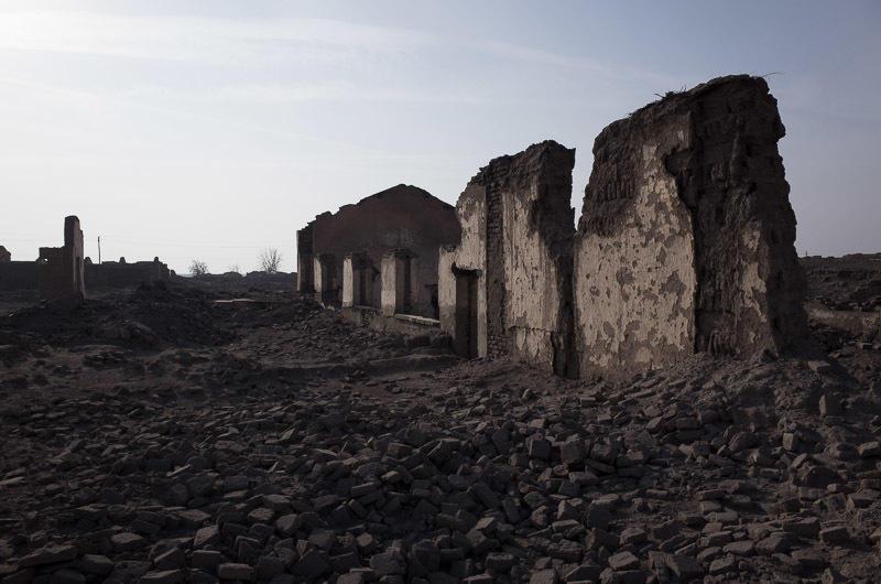 141229 壁だけが残る炭鉱住宅