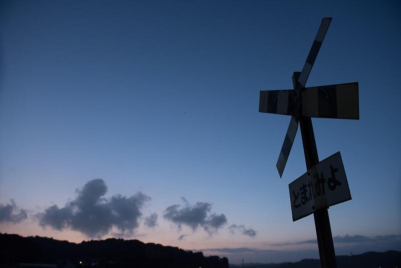 150822 暮れる空と第二五之町踏切