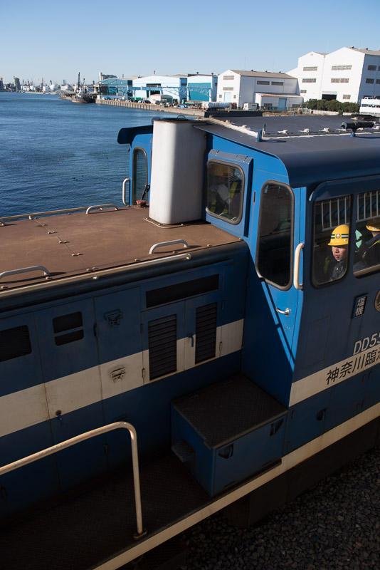151218 浮島橋を過ぎる機関車