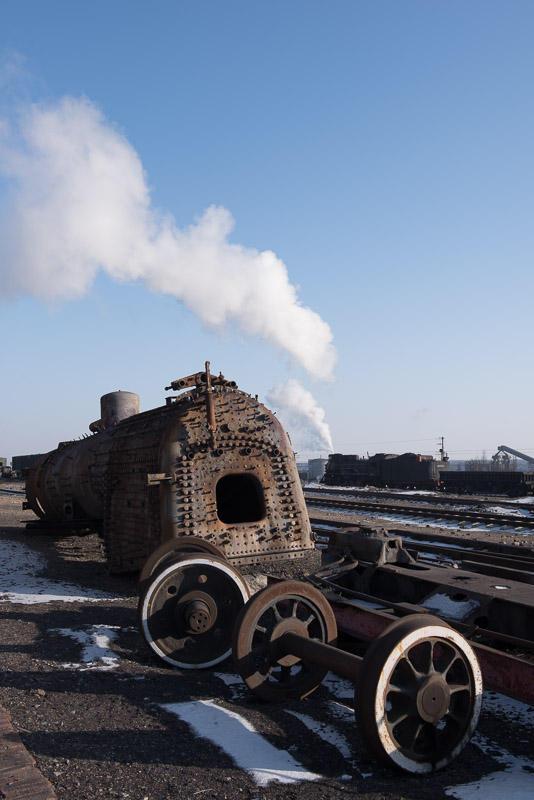 151228 廃車体と現役蒸機