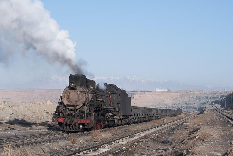 151229 露天鉱に下りこむ蒸機