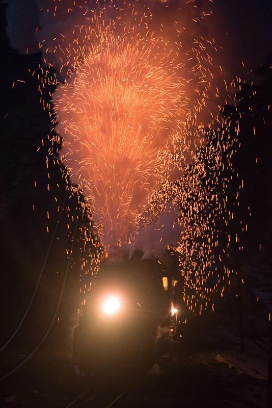 151228 火花を上げて昇る建設型