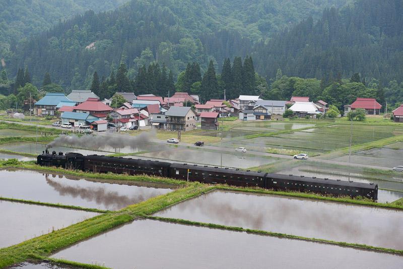 160525 中川の田んぼに映るSL只見線新緑号