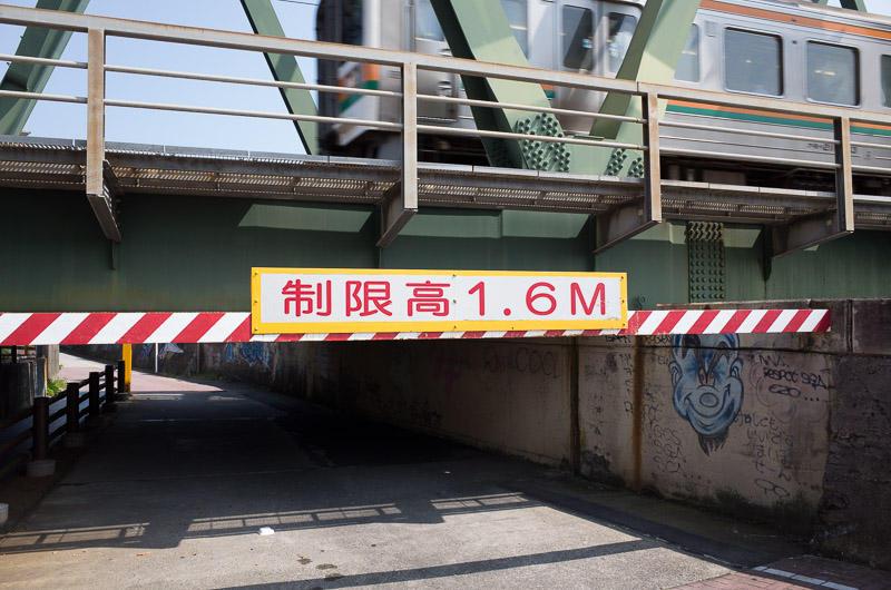 160718 東海道本線巴川橋梁の低ガード