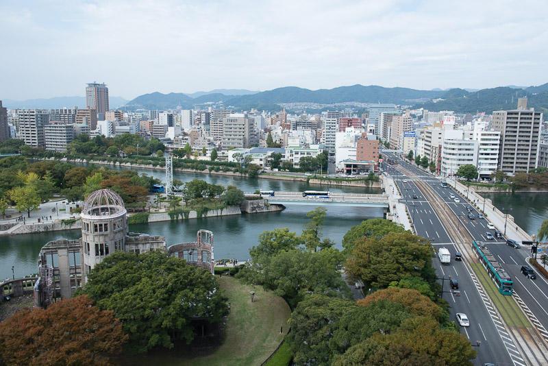 161016 折り鶴タワーから見た原爆ドームと路面電車