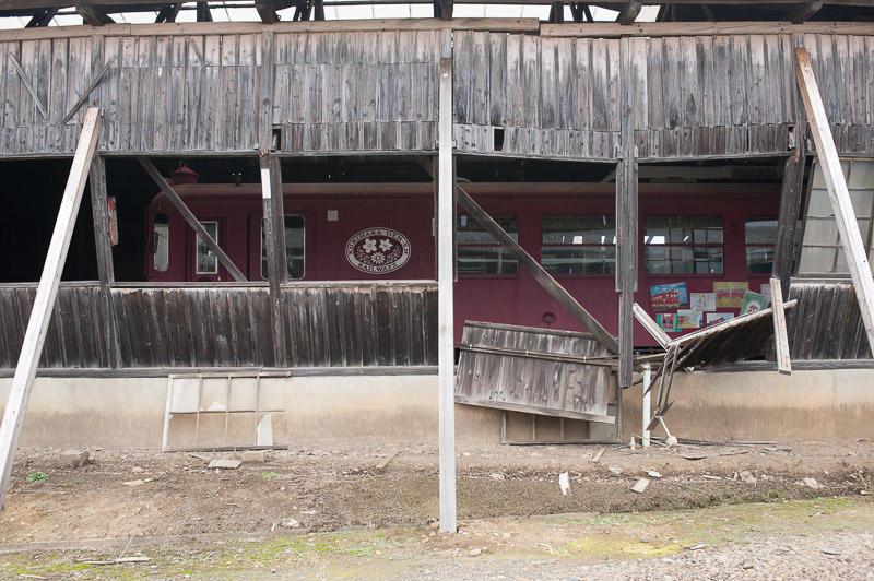111113 4月7日の余震で崩れた車庫