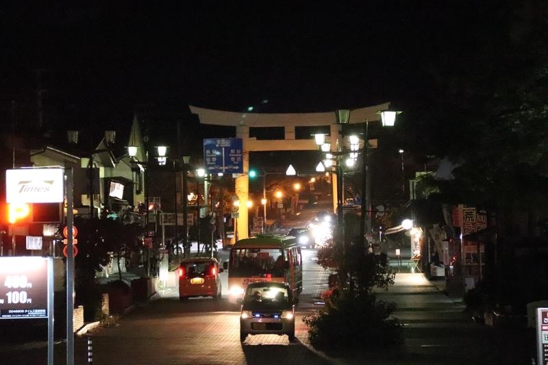 夜の長瀞駅前