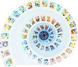 色反転した螺旋状に並ぶステンドグラス