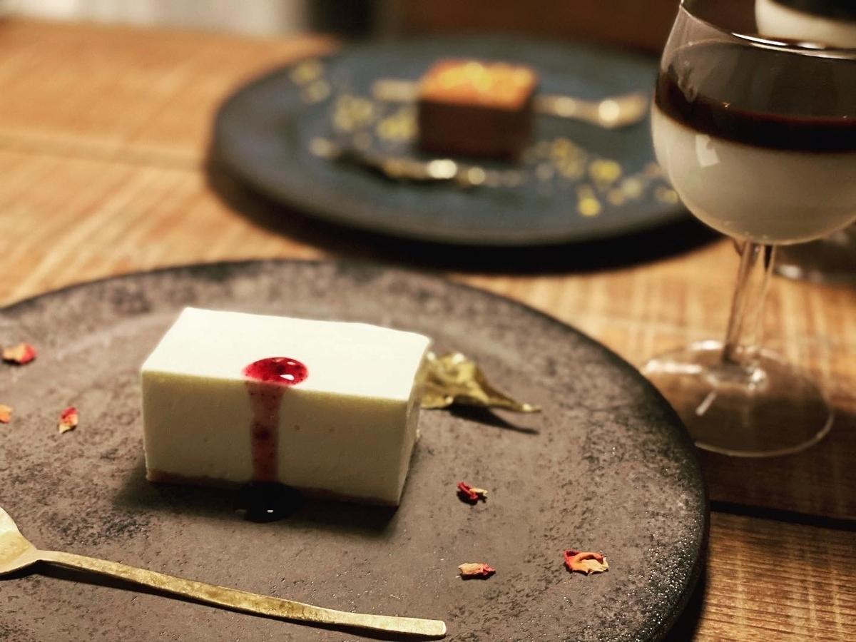 レアチーズケーキとカフェラテ