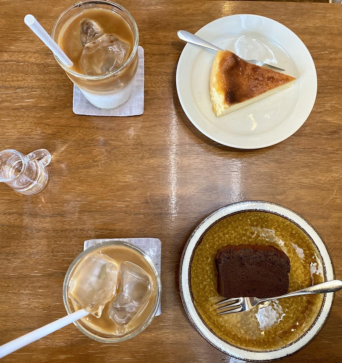 チーズケーキ、ガトーショコラ、アイスカフェラテ