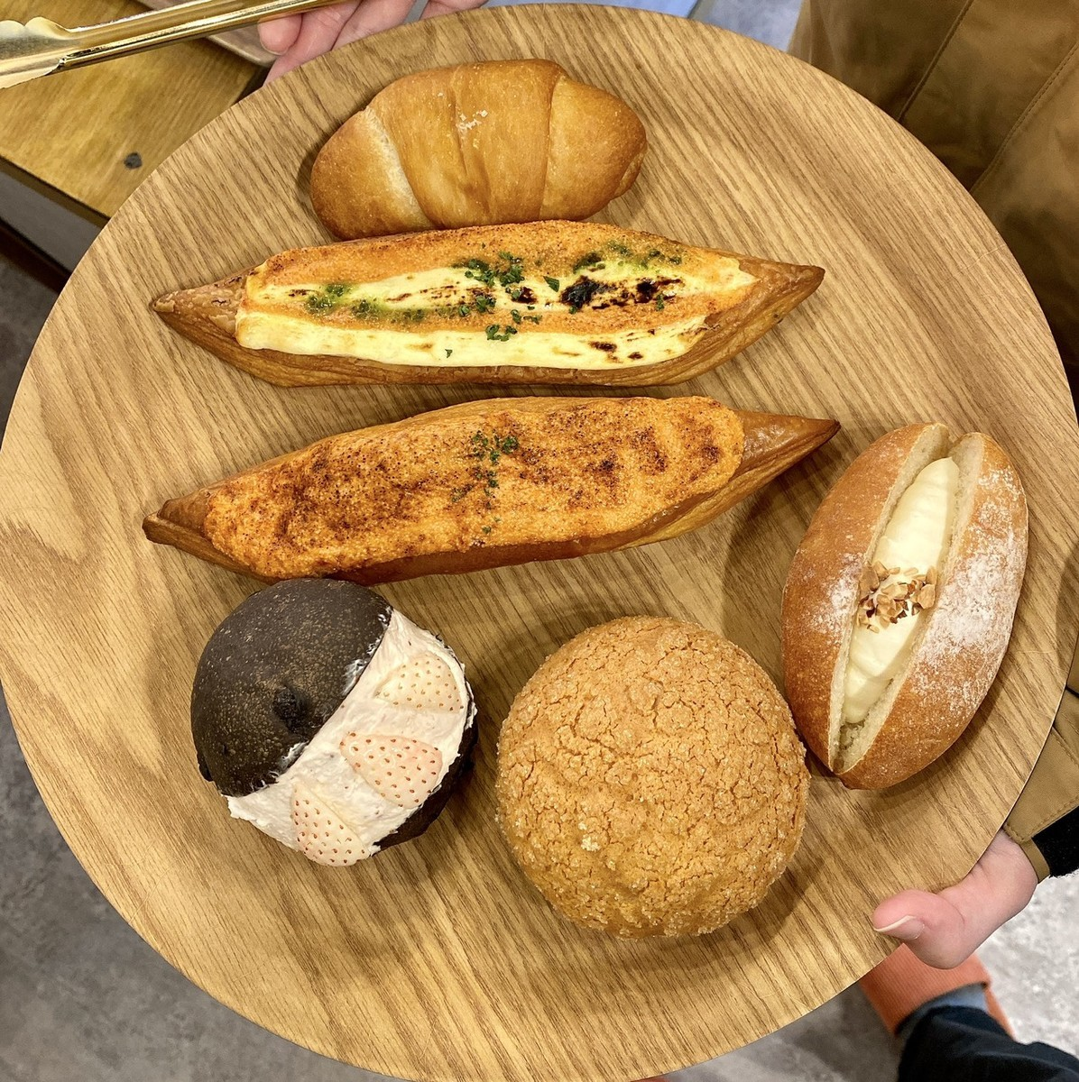 明太子パン 白イチゴのマリトッツォ メロンパン 塩パン ミルクフランスパン