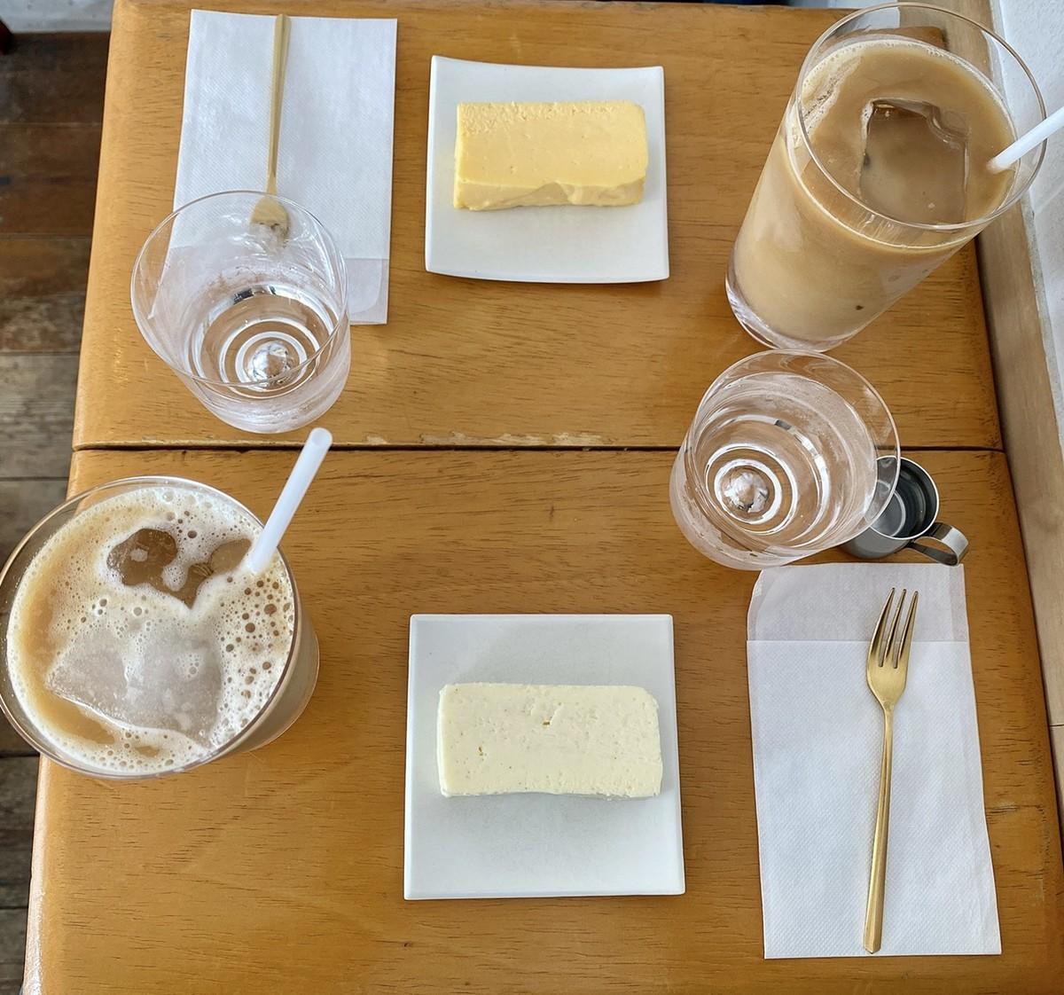 ホワイトチョコチーズケーキ アイスカフェオレ