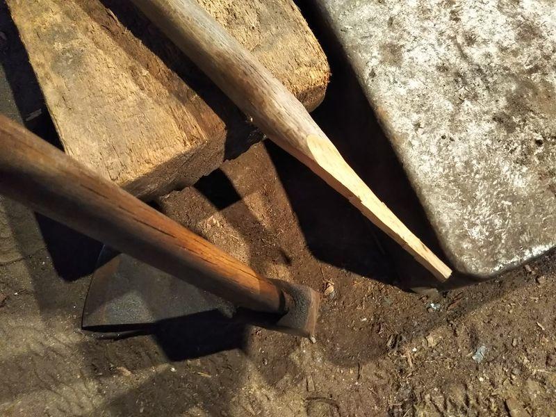 木を削って作った杭